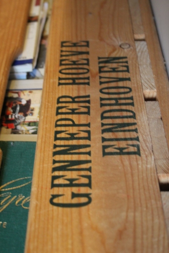 Dutch Gigil close up boeken kist