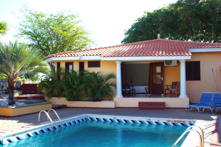 Curacao part 3 verblijfplaatsen Villa Luna Piscadera